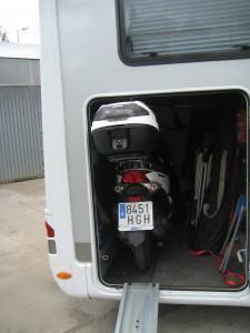 garaje autocaravana con moto
